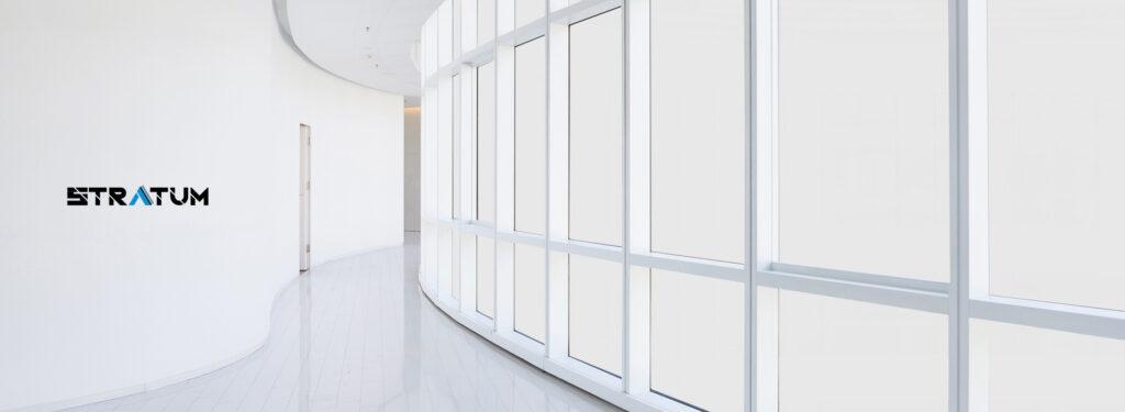 Pellicola LCD Stratum WINK su corridoio vetrato